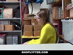 ShopLyfter - Blonde Busty Boutique Lifter Fucked par l'agent