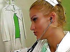 Opa neuken en pist op jonge arts
