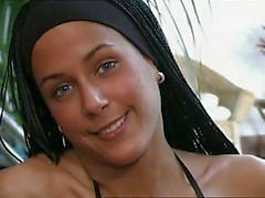 Claudia Demoro nam Ripley'i en içinde Ganged