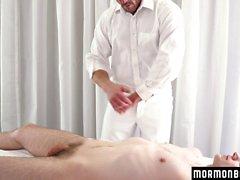 MormonBoyz - Muscle pappa barebacks kåta pojke på altaret