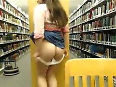 Big Meise Teen Babe bumst ihrer Pussy die Öffentliche Bibliothek