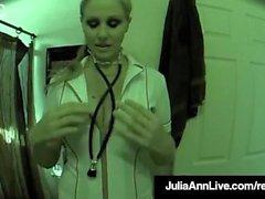 Super Hot Nurse Julia Ann obtient chatte Hidden Cam!