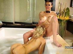 Пита и Аликс роговой в пузырь ванне