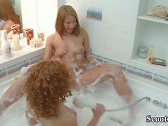 Маленькие 18-летние рыжие подростки в первый раз лесбиянки в ванной