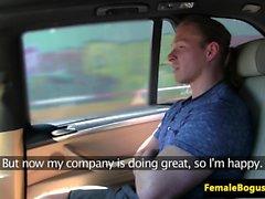Tjeckiska taxi babe fucks och suger passagerare