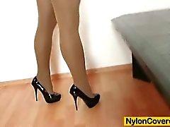 Мона Ли нейлонов полной мере охвачены дилдо мастурбация видео в