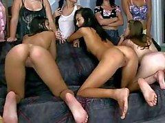 Girls lesbo die Akte den Senior Schwestern