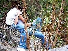 Пара пойман траханье в городском лесу