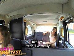 Kvinna Fake Taxi lesbisk fitta äta session i hytten