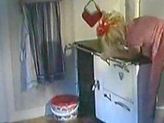 Blonde Vintage Maid Haben Sex in der Küche