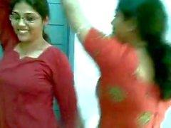 Hot индийская колледжей девушек танцуют & сисек Показать