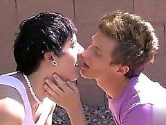Hett gayscenen Det är en verklig gnistor of romance mellan twinks