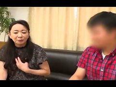 Sasha Junge asiatische Cheerleader Finger ihre haarige Möse