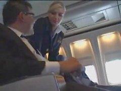 Lentoemäntä auttaa masturbointi lennolle