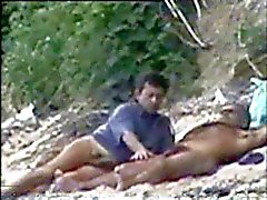 Gay пойман playng о нудистском пляже