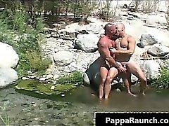 Otrevlig homosexuell kille knullas den här duden