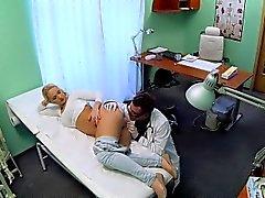 büyük memeli FakeHospital Sarışın hemşire olmak istiyor