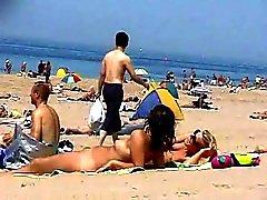 2 meninas nuas na praia Blond & Brown por snahbrandy