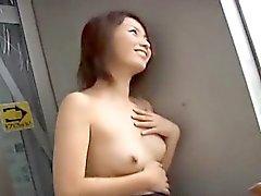 Haiji si dita nude e fa incazzare in pubblico