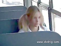 Шаловливые школьниц Туманное Паркс же такого Horny Ей расплавов Освобождение школьный автобус Драйвер Massages ее маленькие груди и показывает ее свой член , чтобы начать сосать его