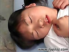 Censurado video de una joven zorra japonés guarra quienes un gang bang