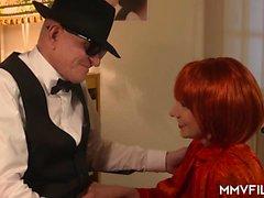 büyük ganimet ile Seksi Alman kızıl saçlı için eski bir adam sikikleri