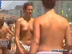 De Zandvoort néerlandaise Plage le torse nu de nudiste de Titties de douze