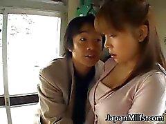 Geile japanse MILFS zuigen en neuken part1