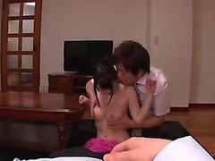 Japanische Babe ihre Brüste gefoltert zu haben