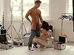 Vollbusigen housewife harten Analsex
