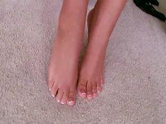 Blonde Footmodel Fuß verehrten