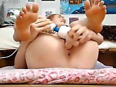 Webcam Girl Stuffs Her Holes