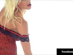 Грудастая блондинка Пума Швед Пальцы Ануса, пока ты кончил ей!