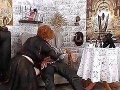 Büyükanne yatmak için kara büyü kullanır