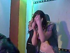 Скулы во клуб пробурены раздевать танцовщица