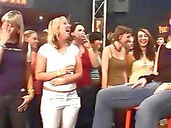 Дикий ебем повторяющийся ночном клубе