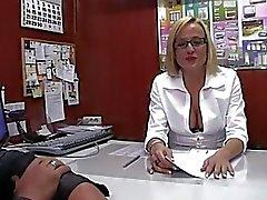 LECHE 69 Die naive Sekretär