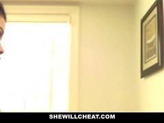SheWillCheat - Betrug Frau bekommt Pussy gebohrt