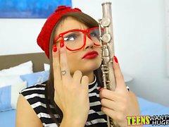 chico caliente enseña adolescente a tocar la flauta con la polla