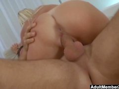 Hot gebräunte blonde Cant Take That Big Cock
