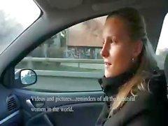 Novato loira impertinente leva dinheiro para chupando e fodendo no carro