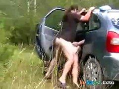 Une bonne levrette dans sa voiture