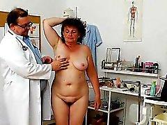 Итальянские маме и пупсика ударился жесткий