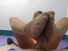 Meias Waitress Footjob POV