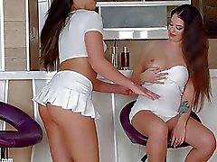 Angelina Brill ve Carla Cruz ile sapphic Erotica şehvetli erotik lezbiyen porno Morning içki