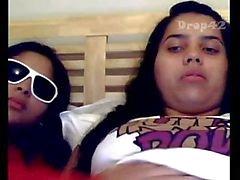 2 Peruanas adolescente que joga bruxas consolo na buceta
