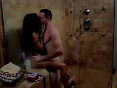 Kaylani Lei gets wet in bathroom