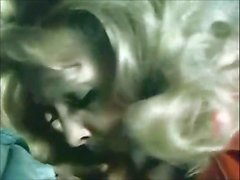 Klassische Szenen - Jennifer Welles Blowjob auf einer Ebene