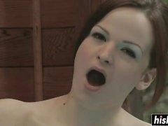 Cutie se masturbe dans un bain