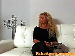 FakeAgent Lockiges blonden Sex-Göttin auf Gießen